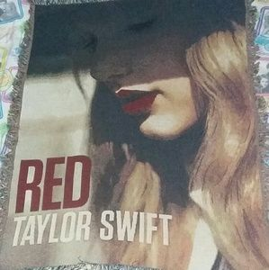 2012 Taylor Swift Red Tapestry Wall Flag Throw